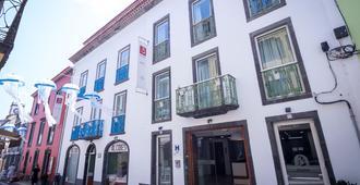 阿尔西德斯酒店 - 蓬塔德尔加达