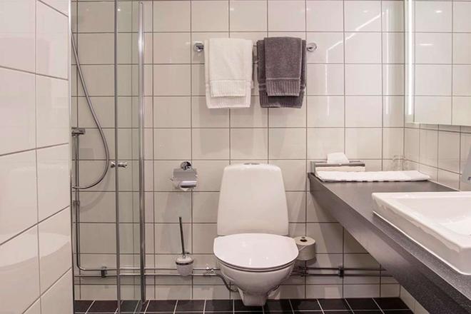 凯瑞华晟典藏酒店-乌曼 - 于默奧 - 浴室