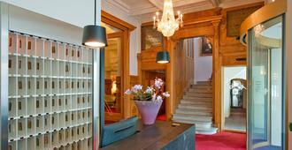 施维泽霍夫瑞士优质酒店 - 圣莫里茨 - 楼梯