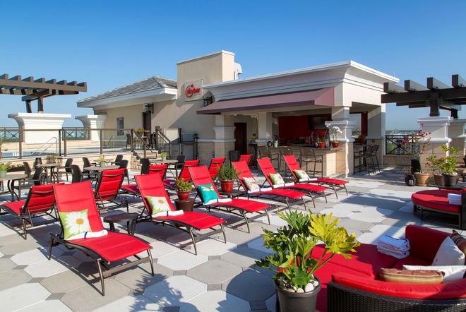 奥兰多国际大道华美达广场套房酒店 - 奥兰多 - 酒吧