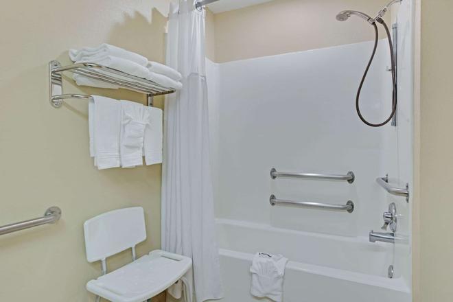 夏洛特-大学广场麦克罗特套房酒店 - 夏洛特 - 浴室