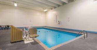 法戈6号汽车旅馆 - 北 - 法戈 - 游泳池
