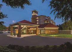 亚特兰大阿尔法利塔农场套房酒店 - 阿尔法利塔 - 建筑