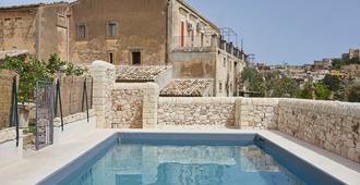罗萨丽娅别墅酒店 - 诺托 - 游泳池