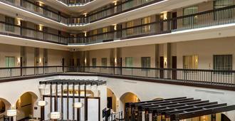 达拉斯爱田希尔顿合博套房酒店 - 达拉斯 - 建筑
