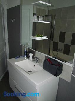 迪讷韦尔酒店 - 卢尔德 - 浴室