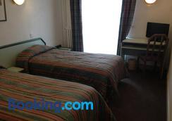 迪讷韦尔酒店 - 卢尔德 - 睡房