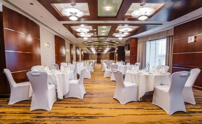 迪拜瑞汉金玫瑰罗塔纳酒店 - 迪拜 - 宴会厅
