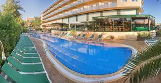 萨洛太阳俱乐部公寓酒店 - 萨洛 - 游泳池