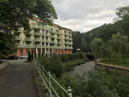 斯鲁奈斯拉兹内酒店 - 卡罗维发利 - 建筑