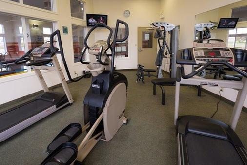 卡尔加里优质服务套房酒店 - 卡尔加里 - 健身房