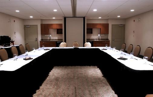 卡尔加里优质服务套房酒店 - 卡尔加里 - 会议室