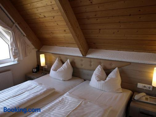 菲尔德帕斯特机场酒店 - 斯图加特 - 睡房