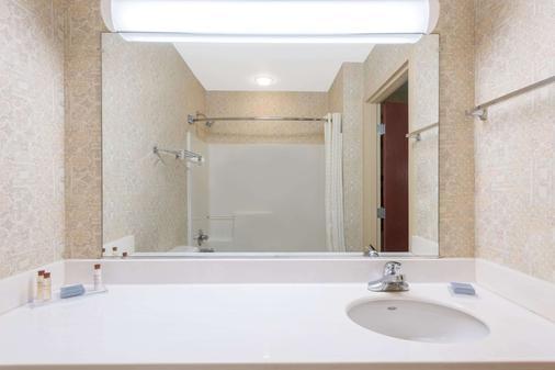 温德姆兰开斯特霍索恩套房酒店 - 兰开斯特 - 浴室