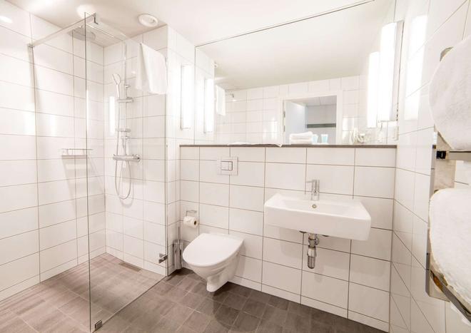 哈马碧滨水商务公寓 - 斯德哥尔摩 - 浴室