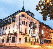 布奇霍尔内霍夫广场酒店