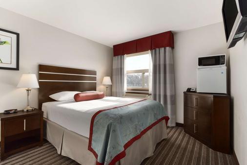 萨斯卡通近市中心速8酒店 - 萨斯卡通 - 睡房