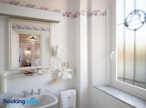 瑟坦团纳尔滨海酒店 - 蒙特卡蒂尼泰尔梅 - 浴室
