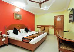 马哈拉杰住宅酒店 - 贾朗达尔 - 睡房