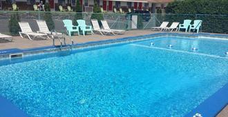 罗宾汉汽车旅馆 - 萨拉托加斯普林斯 - 游泳池