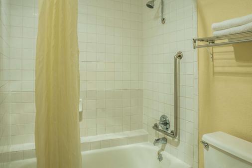 圣马科斯速8酒店 - 圣马科斯 - 浴室