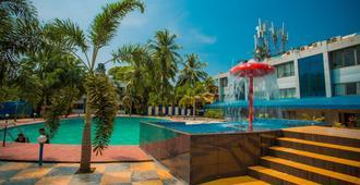 银沙滩度假酒店 - 柯瓦 - 游泳池