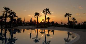 蓝湖乡村酒店 - 卡奥莱 - 游泳池