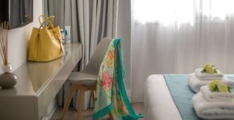 阿内密套房公寓式酒店 - 帕福斯 - 睡房