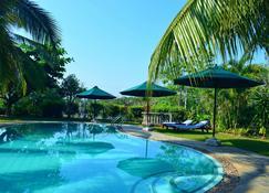 亚洲珠宝精品酒店 - 希克杜沃 - 游泳池