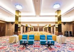 金色郁金香基本丹格朗酒店 - 当格浪 - 休息厅