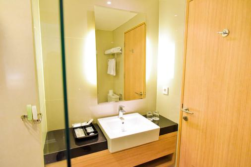 金色郁金香基本丹格朗酒店 - 当格浪 - 浴室