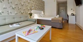 索尔姆贝斯特韦斯特酒店 - 维斯比 - 睡房