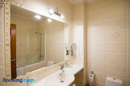 考米尔佛酒店 - 基希訥烏 - 浴室