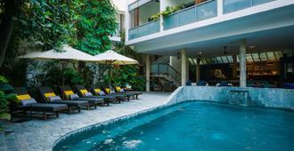 红毛丹度假村 - 金边 - 游泳池