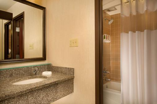 堪萨斯城体育场德鲁里套房酒店 - 堪萨斯城 - 堪萨斯城 - 浴室