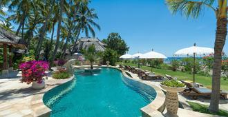 巴厘岛艾湄海滩棕榈花园及Spa度假酒店 - 艾湄湾 - 游泳池