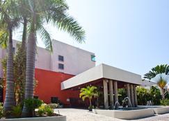 伽玛嘉年华伊斯塔帕广场酒店 - 伊斯塔帕 - 建筑
