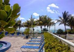 大西洋海滩贝斯特韦斯特优质度假酒店 - 迈阿密海滩 - 游泳池
