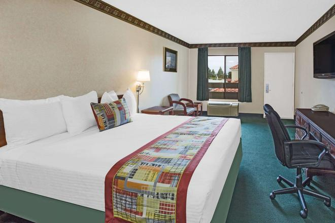 哥斯大米萨温德姆旅游旅馆-纽波特比奇哈西恩德 - 科斯塔梅萨 - 睡房