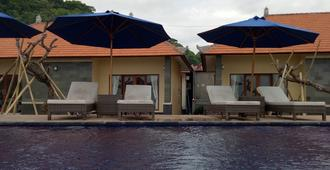 洞穴海滩平房酒店 - 珀尼达岛 - 游泳池