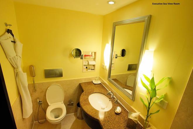 马林德莱夫港威酒店 - 科钦 - 浴室