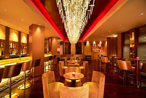 埃尔讷古勒姆海滨大道港威酒店 - 科钦 - 酒吧