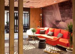 宜必思瑟堡拉格拉斯里酒店 - 瑟堡 - 建筑