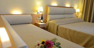 玛丽提娜酒店 - 科斯镇 - 睡房