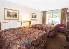 杜布克戴斯酒店 - 迪比克 - 睡房