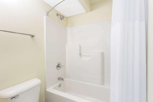 杜布克戴斯酒店 - 迪比克 - 浴室