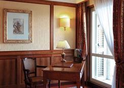 圣卢西亚大酒店 - 那不勒斯 - 睡房