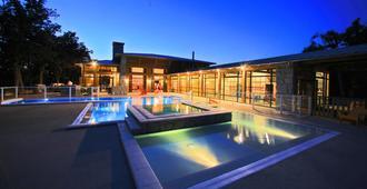阿尔比隆达克野营温泉酒店 - 阿尔比 - 游泳池