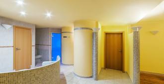 布拉格市nh酒店 - 布拉格 - 游泳池