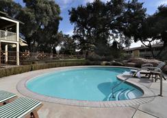 帕索罗布莱斯酒店 - 佩索罗伯斯 - 游泳池